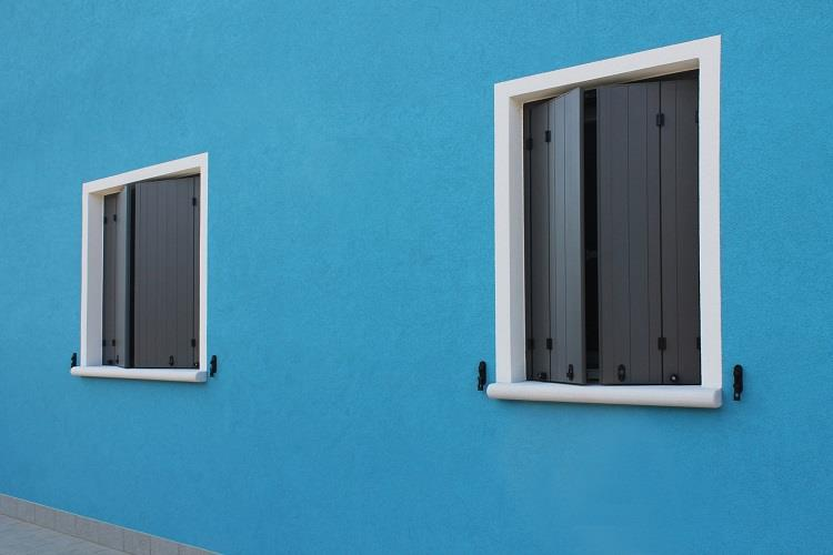 Scuri in alluminio sistema a libro - Ferramenta per chiusura finestre ...