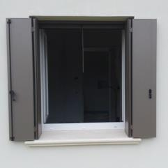Scuri in alluminio - sistema a libro - tipologia alla padovana con doga liscia - GRIS 2500 Sablè