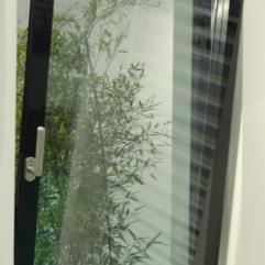 Serramenti in alluminio - tutto vetro - serigrafia nera